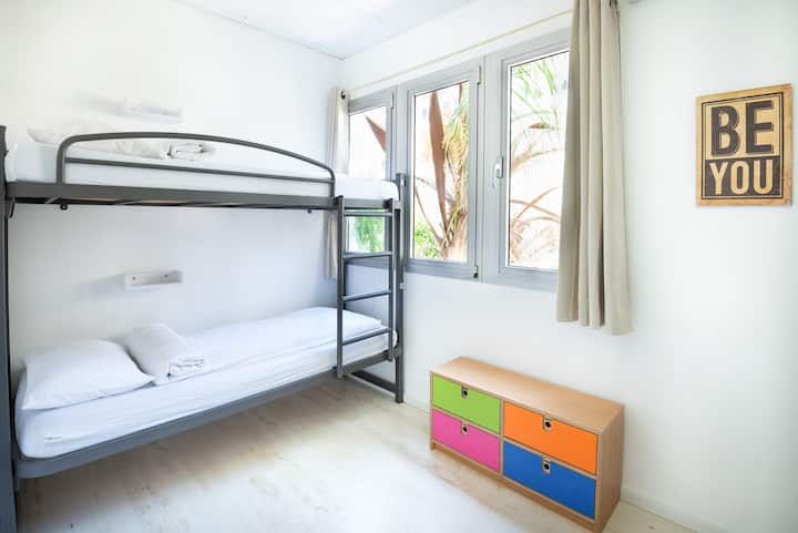 Little Tel Aviv-A Bed in a 4 Female Dorm