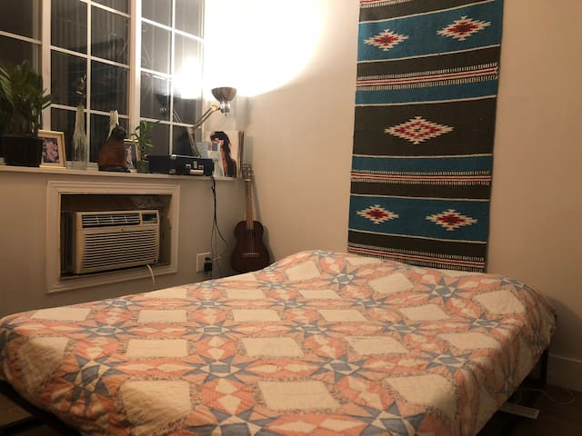Cozy Quilted Room in Bed-Stuy