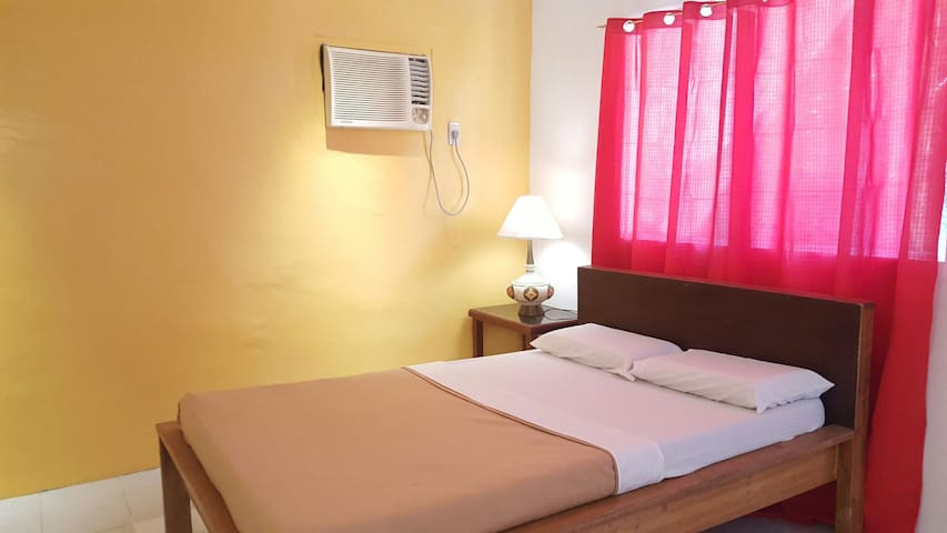 Basic Double Room-A/Samal Island! - Island Garden City of Samal - Penzion (B&B)