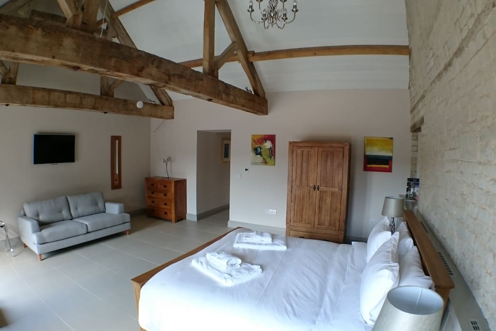 Superking bedroom in Chalk Barn