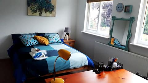 PRIVATE BEDROOM + WORKPLACE