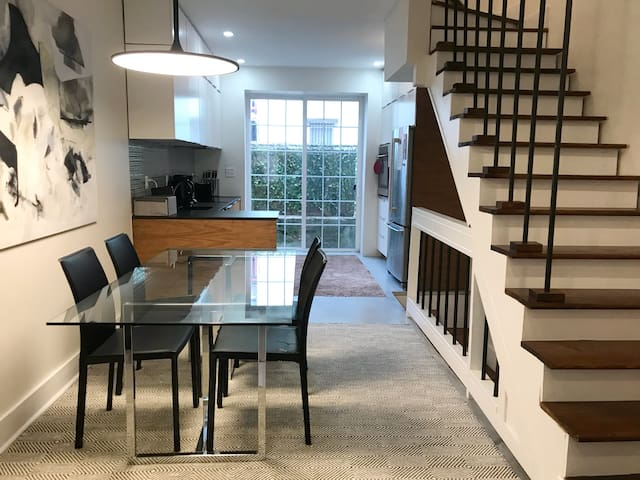 Central, Bright, Cozy House in Exciting Shaw