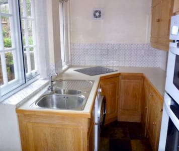 Comfortable single room available - Leigh - Bed & Breakfast
