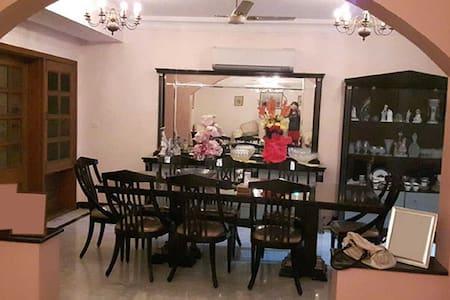 WELCOME TO UR DELHI HOME away! - Neu-Delhi - Haus