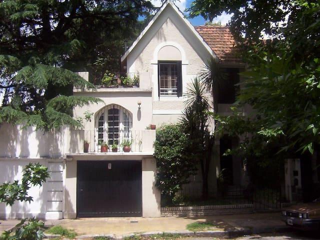 """Hermosa casa en el barrio de Belgrano - """"Amarillo"""" - Buenos Aires - Ev"""