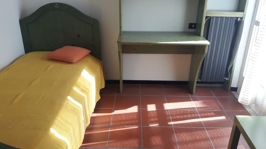 Single bed. Camera singola