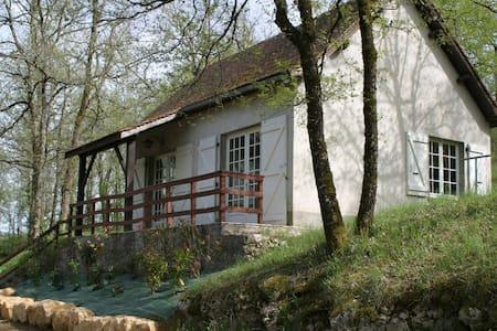 Maison T3 dans un domaine de 4 hectares + piscine. - Saint-Chamarand