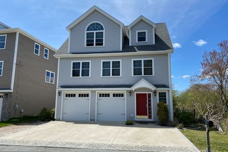 Stunning Three Bedroom, 2.5 Bath with Central AC