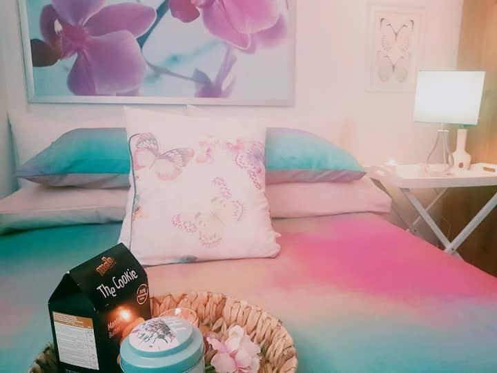 Confortable habitación ybaño privado junto al mar