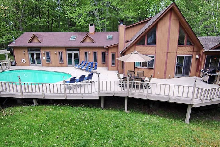 Luxury Lakeview Chalet - Pool, Hot Tub & Fire Pit