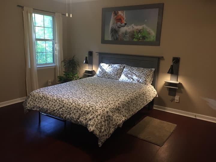 Fox Den Retreat-quiet, comfortable, great location