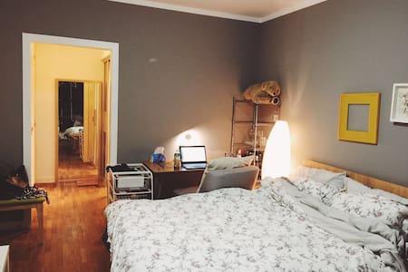 徐家汇温馨大主卧Master Bedroom,带飘窗sunshine/健身/独卫 - Shanghai