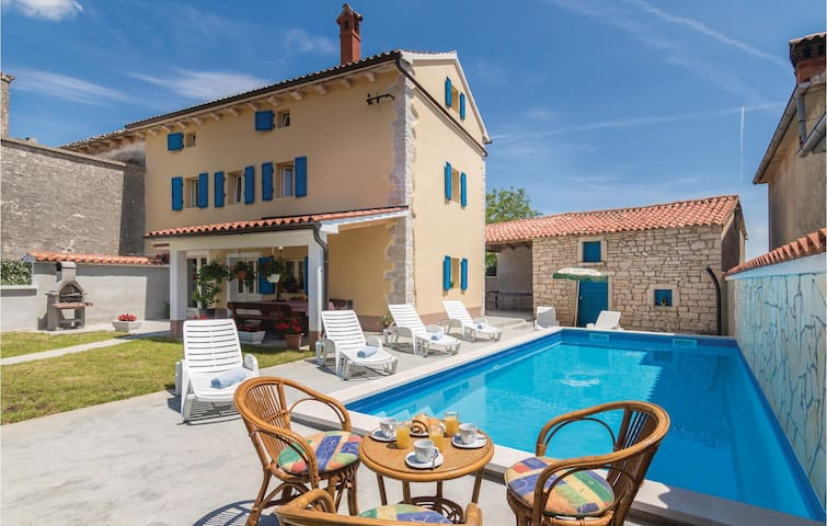 Semi-Detached with 4 bedrooms on 125 m² in Klimni