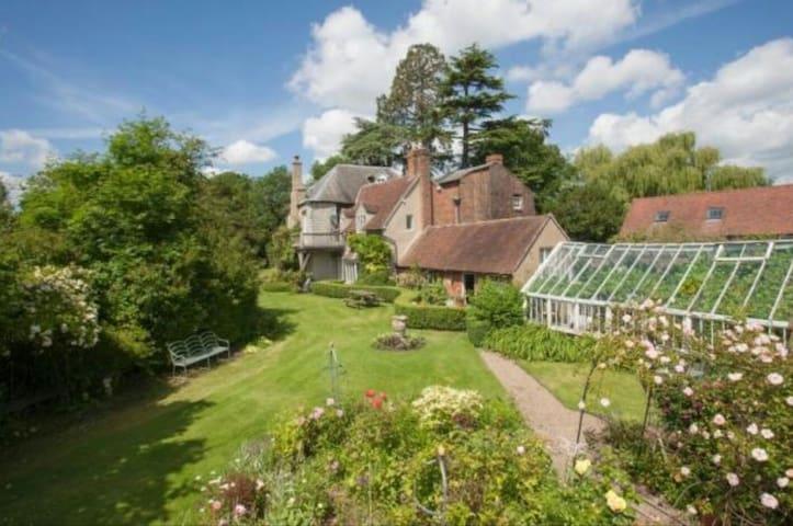 Beautiful rambling Old Rectory - Dorsington - House