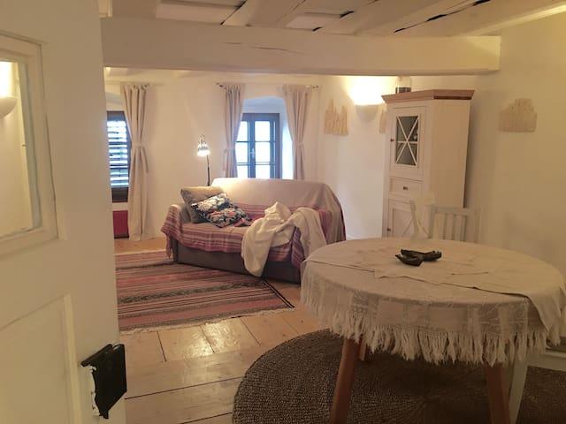 Artemon,  Apartment im historischen Ortskern