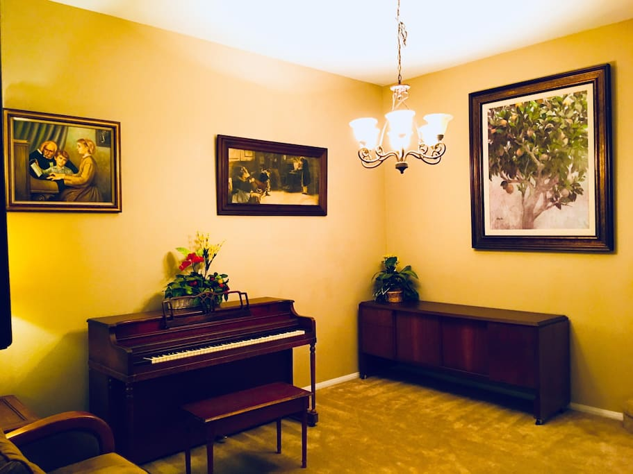 The piano in the living room, you like to play and share it with others。