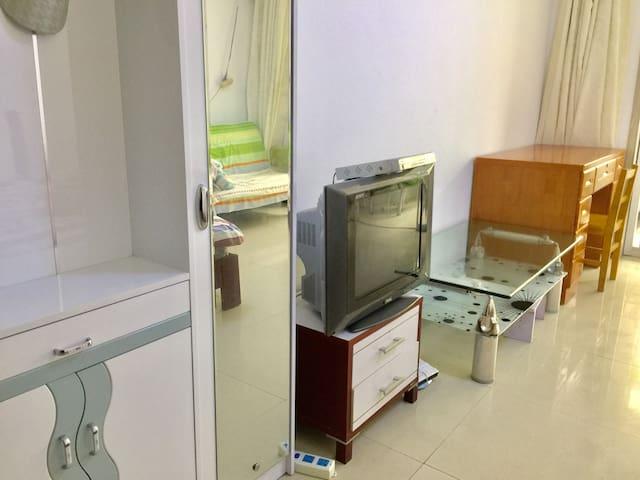 临海300米一居室设备齐全可做饭