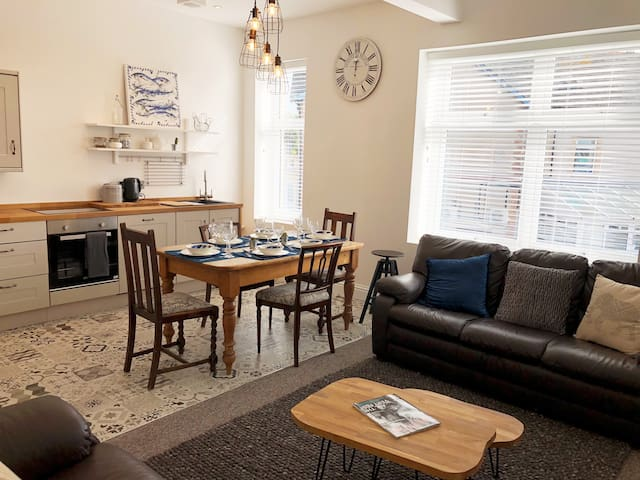 Beautiful Penarth Town Apartment