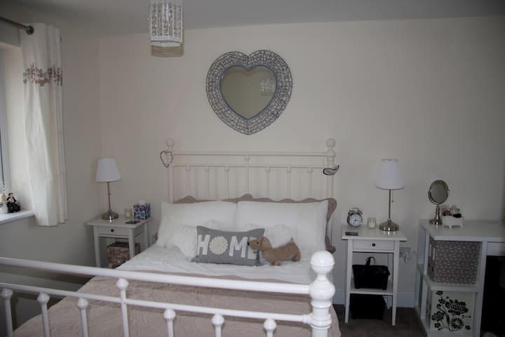 Cosy room near Shire Park - Welwyn Garden City - Huis