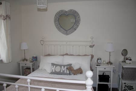 Cosy room near Shire Park - Welwyn Garden City - House