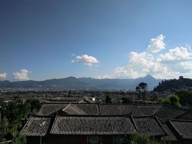 丽江玉缘观景客栈一楼大床房  不用交古城维护费,拥有古城少有的观景台,古城景色尽收眼底, - 丽江市 - Loft