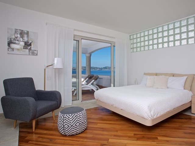 Middle floor double bedroom with satellite TV, air-condition, wi-fi, and large sea view terrace.