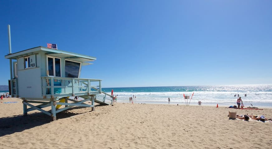 1 BLOCK TO BEACH - WATCH WAVES INSIDE BUNGALOW :) - Manhattan Beach - Casa