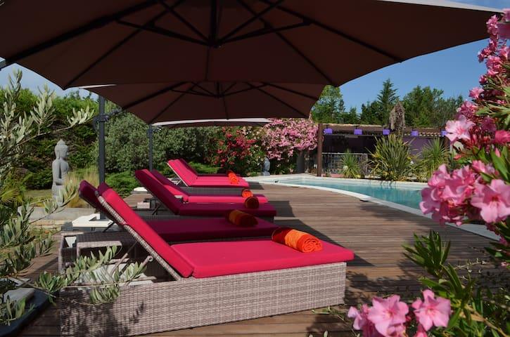 Logement indépendant dans belle villa avec piscine