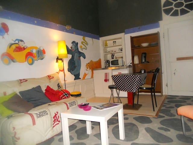 chambre meubl cuisine salle de bain wc priv houses. Black Bedroom Furniture Sets. Home Design Ideas