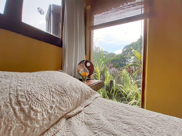 Yellow Room. PISCINA. Ingreso y baño PRIVADO