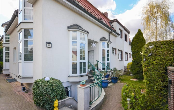 Awesome home in Berlin with 2 Bedrooms