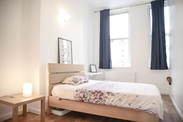 Bethnal Green Deluxe doubleRoom to stay Comfy:) R1