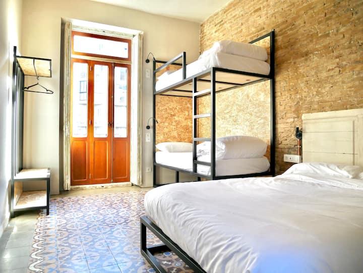 Habitación Cuádruple privada con baño compartido