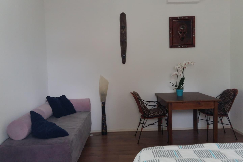 kamer 'Comfort', hotelbed/bank + eet-werktafel