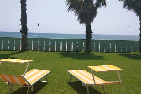 Dream villa on the beach with pool - Salto di Fondi