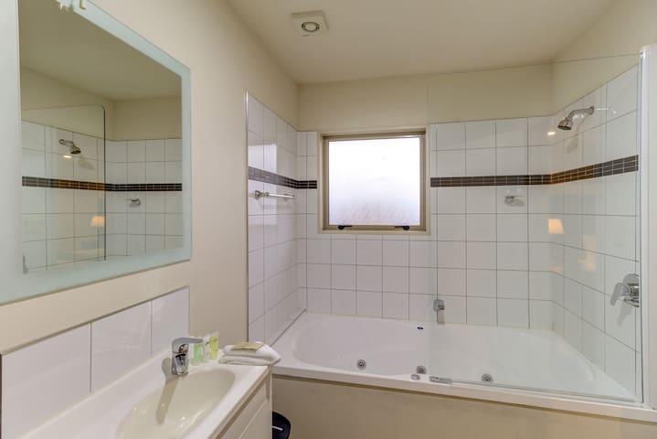 Hanmer Springs Superior Studio with Spa Bath