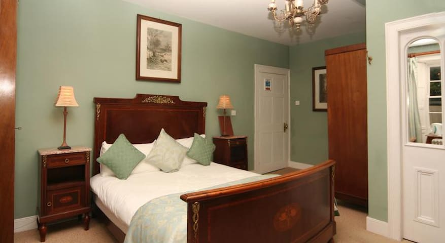 Double Room in a Georgian Home - Omagh - Bed & Breakfast