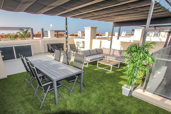 A 66 m2 rooftop solarium for soaking in the sun, eating and drinking al fresco, reading, playing cards and more things that you like….