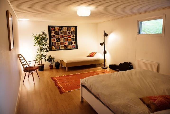 Spacious room in large House/Villa (Private Sauna)