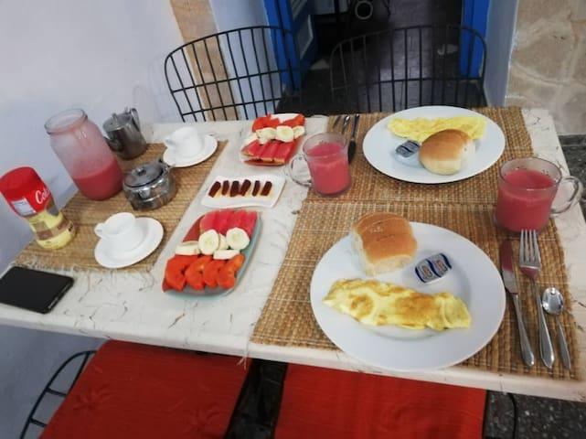 Breakfast / Desayuno