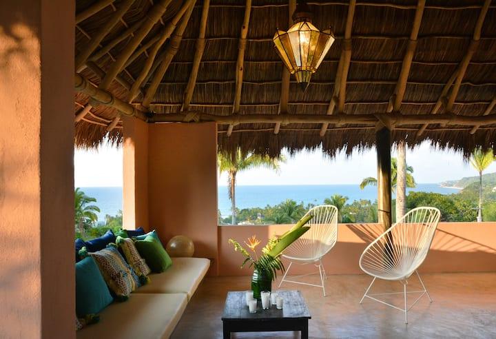 Casa Mimas: romantic retreat, great views, hot tub