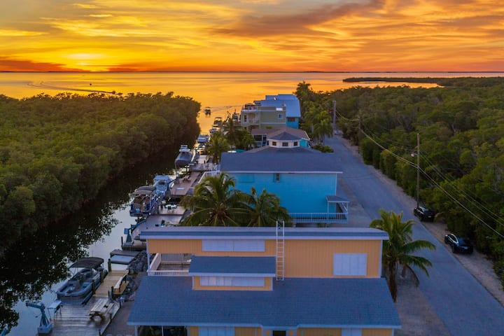 Paradise w/Dock & Bay view on Gated Street