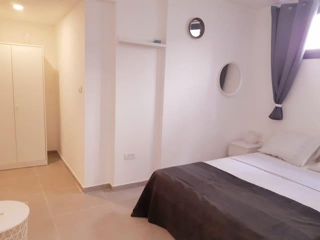 Lovely and new 2 rooms flat near Tel Aviv(Raanana)