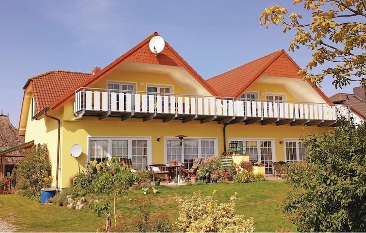 Holiday apartment with 2 bedrooms on 75m² in Sagard
