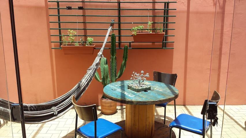 Quarto casa confortável bem localizada lugar calmo - Belo Horizonte - House