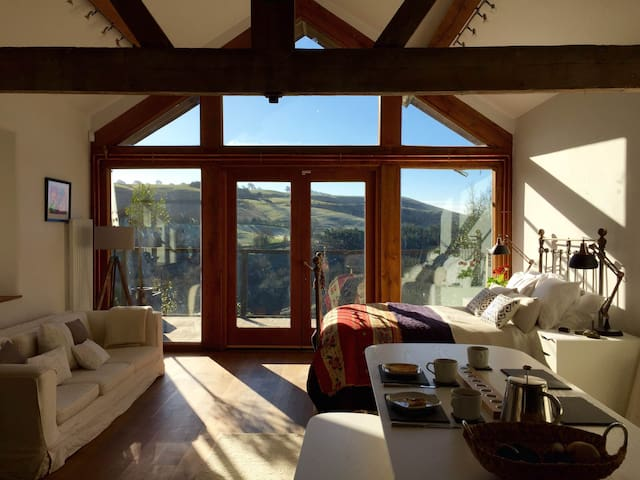 Open-plan barn, stunning views - Bishop's Castle - Hus