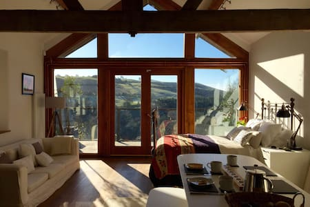 Open-plan barn, stunning views - Bishop's Castle