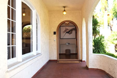 Large Beverly Hills House- 4 rooms available - Σπίτι