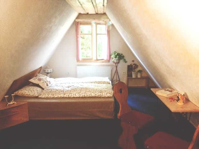 Room& great breakfast in our traditional log house - Zázrivá - Bed & Breakfast
