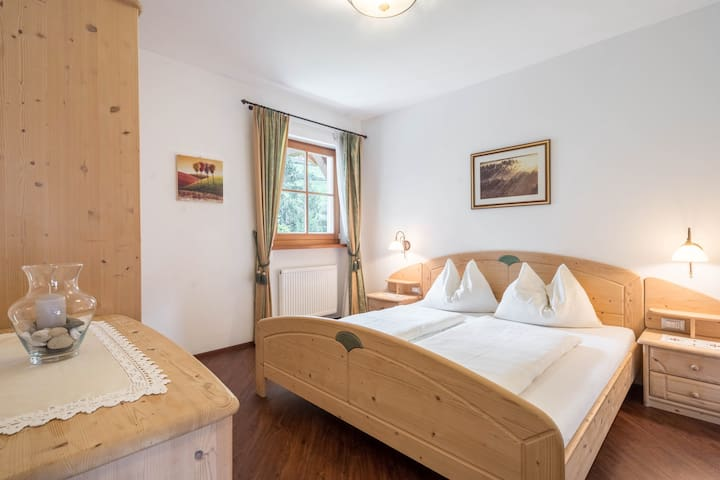 """Cosy holiday apartment """"Tischlerhof - Typ B mit Terrasse"""" with Wi-Fi, terrace and mountain view; parking available"""